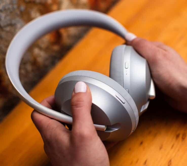Bose-Noise-Cancelling-Headphones-700_10