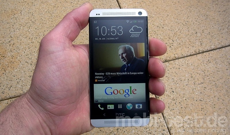 HTC One Blinkfeed Hands-On